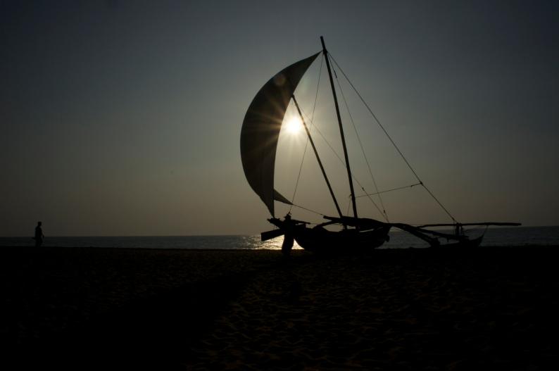de zon gaat onder in  de Indische Oceaan